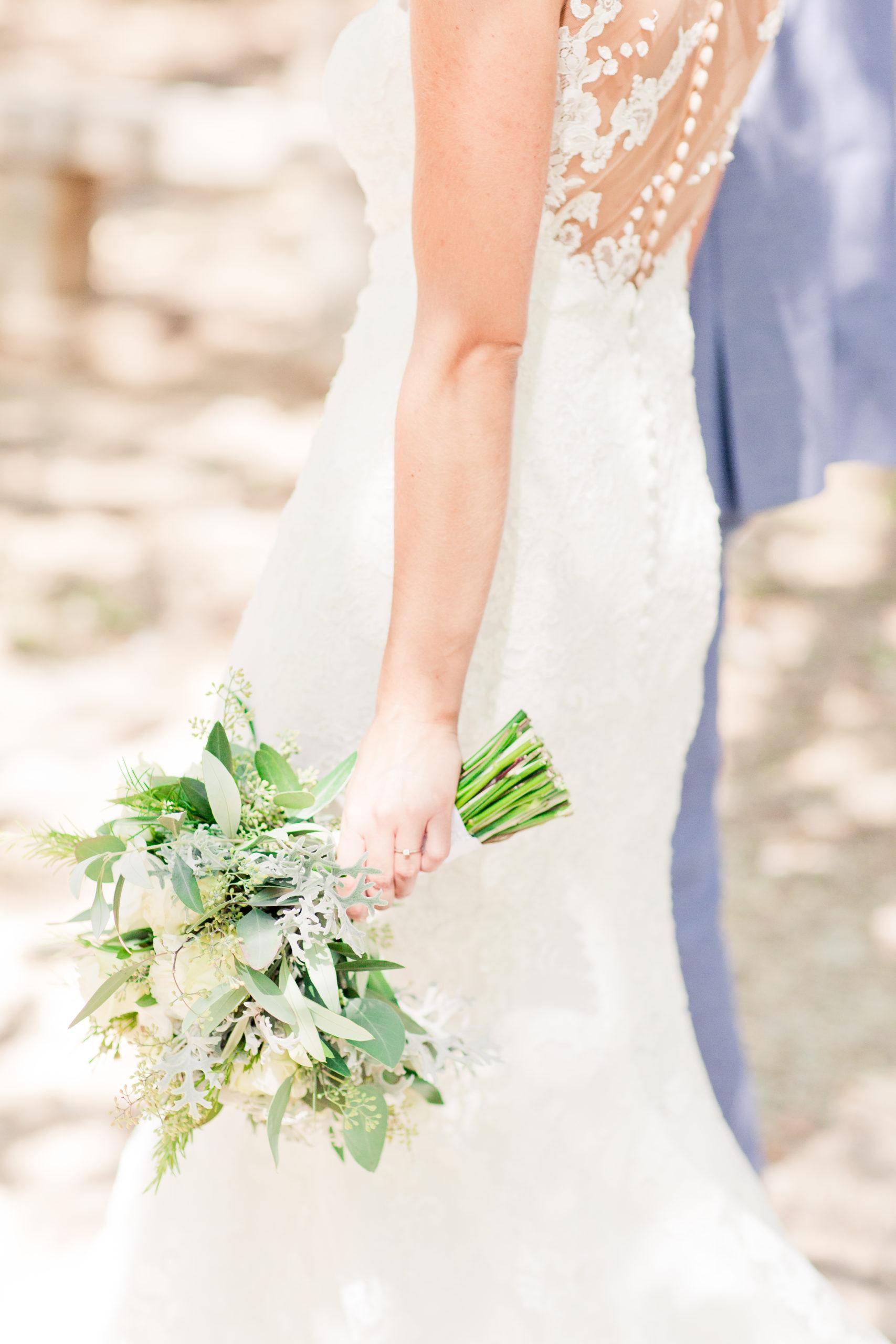 bouquet de mariée et robe de mariée