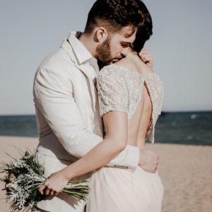 couple de mariés, robes de mariée, costume de marié en lin, mariage